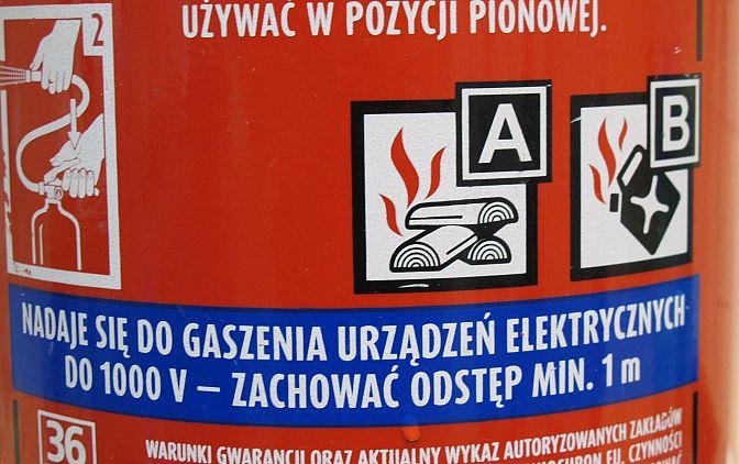 Fot. 1.Obecnie zdecydowana większość gaśnic ze środkami gaśniczymi na bazie wody (A, AB, ABF i AF) nadaje się do stosowania w obrębie urządzeń elektrycznych na takich samach zasadach jak gaśnice proszkowe lub na CO2